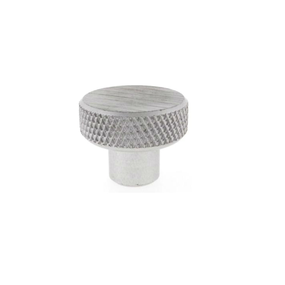 A knurled control knob that enables precision with no handle